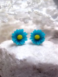 Turquoise Butter Cup Flower Earrings by FashionCrashJewelry