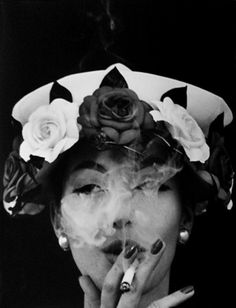 William Klein, Hat and five roses