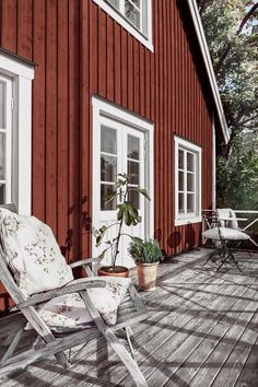 Dreaming of this Serene Traditional Swedish Cabin - Nordic Design Norway House, Sweden House, Swedish Cottage, Rustic Cottage, Ideas De Cabina, Scandinavian Cabin, Scandinavian Interiors, Scandinavian Design, Red Houses
