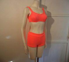 Faye Dunaway. Green floral bikini. 60s summer style ...