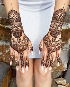 I'm still not over boomerangs yet. A bride from Designs by Henna by Divya chosen by the br Henna Hand Designs, Pretty Henna Designs, Wedding Henna Designs, Mehndi Art Designs, Henna Tattoo Designs, Indian Henna Designs, Henna Tattoo Hand, Small Henna Tattoos, Et Tattoo