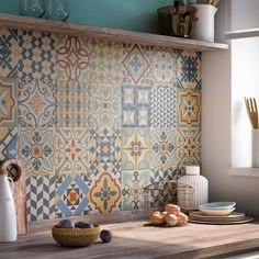 Kitchen: 20 ways to adopt cement tiles - In black and white or color, the cement tile is more and more trendy and he invites himself into th - Inside Design, Decorative Tile, Home Decor Kitchen, Decorating Tips, Home Furnishings, Home Furniture, Concrete Furniture, Kitchen Remodel, Sweet Home