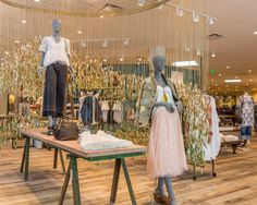 Take a peek inside the new Anthropologie Newport Beach store. Take a tour through our apparel, shoes, bedding, beauty and lingerie in-store collections. Anthropologie Display, Clothing Store Interior, Retail Merchandising, Merchandising Ideas, Beach Stores, Store Interiors, Home Decor Store, Newport Beach, Retail Design
