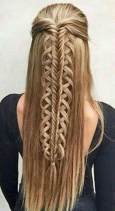 This hairstyle is so pretty.