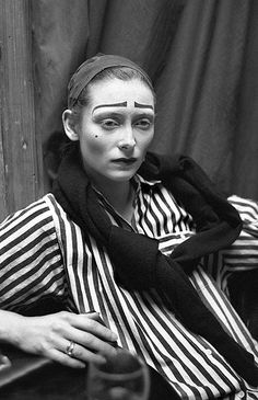 Stunning phontos!! Famous theatre actors caught offstage. This is Tilda Swinton from 1989.