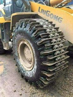 Most popular Farm Machinery videos and galleries. Mining Equipment, Heavy Equipment, Track Pictures, Funny Pictures, Random Pictures, Vw T3 Syncro, Monster Trucks, Tractor Implements, Polaris Ranger