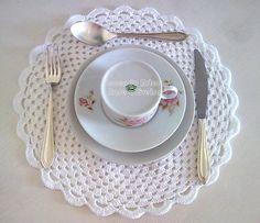 Sousplat com linha de algodão com ótimo brilho e qualidade. Faço em outras cores por encomenda. Peça com material de primeira! 34 cm de diâmetro R$ 28,00