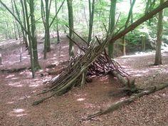 Speelnatuur, hutten bouwen in het bos.  www.indevrijenatuur.nl