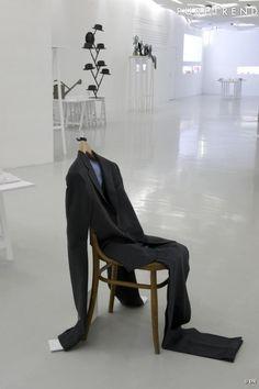 """Exposition Olivier Saillard  """"Au Delà du vêtement"""" : Costume d'attente"""