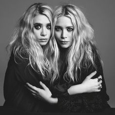 Photography by Inez Van Lamsweered and VInoodh Matadin Mary-Kate and Ashley Olsen, who turn 25 on June have taken the fashion indust. Ashley Mary Kate Olsen, Ashley Olsen Style, Olsen Sister, Olsen Twins, Sister Sister, Olsen Fashion, Twin Models, A New York Minute, Sister Photos