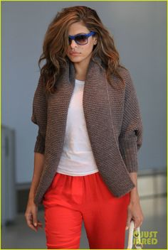 Ryan Gosling  Eva Mendes: Toronto Take Off! | ryan gosling eva mendes canada airport 02 - Photo
