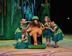 the wizard of oz scenery Wizard Of Oz Musical, Theatre Makeup, Yellow Brick Road, Stage Set, Emerald City, St Louis, Musicals, Scenery, It Cast