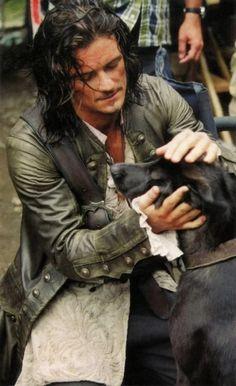 Orlando Bloom (Will Turner) with his dog Sidi.