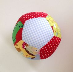 Video tutorial pelota pentágonos. Tutorial para realizar una pelota muy esférica con pentágonos modificados. Patrón gratuito.