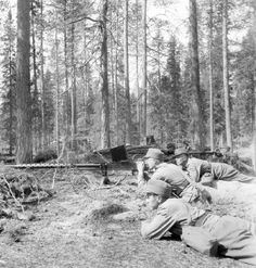 World War II in Pictures — Finnish soldiers with anti-tank gun M/39