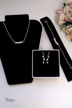 Wedding Jewelry Sets, Wedding Hair Accessories, Creative Wedding Ideas, Wedding Anniversary Gifts, Pin, Minimalist Jewelry, Bridal Earrings, Bridesmaid Gifts, Fresh Water