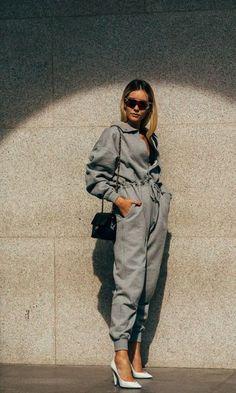 Milan SS 2019 Street Style: Chiara Capitani Chiara Capitani between the fashion shows. Street Style 2018, Milan Fashion Week Street Style, Street Style Trends, Spring Street Style, Street Chic, Printemps Street Style, Chic Outfits, Fashion Outfits, Fashion Trends