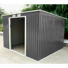 La surface de cet abri métal est de 6,5 m². Adossable, il offre la possibilité de l'installer sur l'un des pan de murs de votre habitation. L'ouverture par double porte coulissante limite la perte d'espace intérieure. Coloris : gris. Kit ancrage inclus.