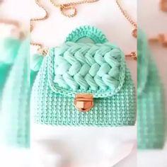 Best 12 Bobble stitch handbag crochet pattern with video tutorial – Artofit – SkillOfKing. Diy Crochet Bag, Crochet Bag Tutorials, Diy Crafts Crochet, Crochet Backpack, Backpack Pattern, Crochet Videos, Knit Crochet, Crochet Handbags, Crochet Purses