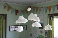 DIY cloud mobile for nursery - could combine this with the crystals for a rain cloud mobile :) Do It Yourself Fashion, Make It Yourself, Cloud Tutorial, Hanging Clouds, Cotton Clouds, Diy Y Manualidades, Cloud Mobile, Diy Décoration, Fun Diy
