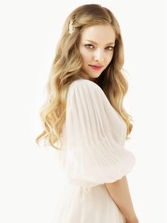 Amanda Seyfried, she makes me want to have that blonde hair!<<< I have a feeling I would look terrible with blonde hair. Photo Glamour, Actrices Hollywood, Carrie Bradshaw, Beautiful Actresses, Girl Crushes, American Actress, Beautiful People, Celebs, Long Hair Styles