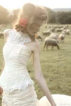 http://weddinginspirasi.com/2012/01/11/ir-de-bundo-wedding-dresses-2012/  { ir de bundo #wedding dresses 2012 gavilan }  #weddings #weddingdress #bridal