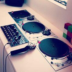 Home Music, Home Studio Music, Dj Music, Turntable Setup, Dj Dj Dj, Mixer Dj, Dj Table, Dj House, Dj Images