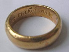 17th - 18th century Gold posy ring with inscription: God alone of two makes one