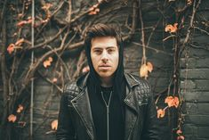 "Premiere: Hoodie Allen And A Rapping Ed Sheeran Make A Dashing, Dastardly Duo In Their ""All About It"" Video Hoodie Allen, Band Posters, Cool Posters, Ed Sheeran, Red Bulletin, Rapper, Tyler Oakley, Popular People, New Poster"