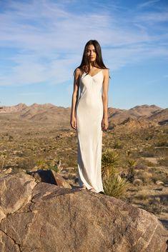 Awaveawake Fall 2016 Ready-to-Wear Fashion Show