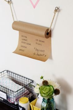 DIY Kraft Paper Grocery List Roll A cute way to keep your grocery list.  Make a roll hanger using rope.