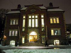 Kallio Library and November snow