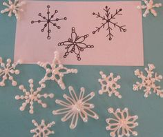A quick tutorial on how to make royal icing snowflakes for cakes and cupcake toppers.