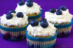 Blueberries & Cream Cupcakes | gimmesomeoven.com