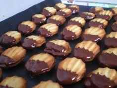 Ich brauche: 250 g Backmehl 185 g Butter 100 g Zucker . Gooey Cookies, Chocolate Chip Cookies, Cupcake Cookies, Eid Biscuit Recipes, Cookie Recipes, Dessert Recipes, Kokos Desserts, Coconut Desserts, Coconut Tart