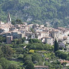 """The picturesque village of Bargemon is 480 m above the sea and is called the """"Perle du Var"""". Not far from the sea at Fréjus, Saint Raphael, Saint-Tropez and Cannes, it is situated near the neighbouring villages of Seillans, Fayance and also the Lac de Sainte-Croix, Saint Cassien and the Gorges du Verdon with lavender fields supplying the Grasse perfumiers."""