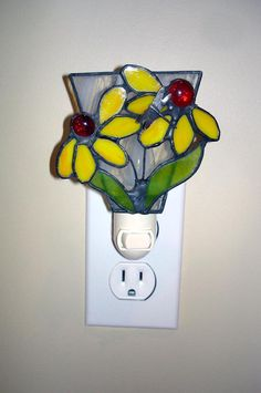 Daisy night light stained glass yellow by DesignsStainedGlass, $24.00