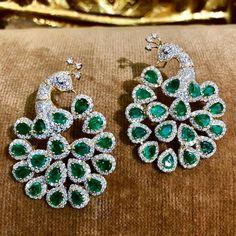 #peacock #emeraldearrings @emeraldboutique_ymt Peacock Jewelry, Peacock Earrings, Jhumki Earrings, Green Earrings, Girls Earrings, Diamond Earing, Diamond Jewelry, Gold Jewelry, Ear Jewelry