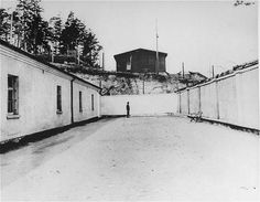 Execution site in the Flossenbürg concentration camp, seen here after liberation of the camp by US armed forces. Flossenbürg, Germany, after May Dietrich Bonhoeffer, The Third Reich, History Photos, Interesting History, Armed Forces, Historical Photos, World War Ii, Prison, Wwii