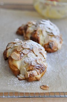 Almond Croissants, my Sunday treat, recipe yum! Croissants, Breakfast Desayunos, Breakfast Recipes, Dessert Recipes, Breakfast Healthy, Health Breakfast, French Pastries, Sweet Bread, Just Desserts