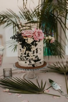 Tropical buttercream Semi Naked Wedding Cake for a Contemporary Coastal Chic Tropical Wedding Chic Wedding, Luxury Wedding, Our Wedding, Wedding Planner, Destination Wedding, Marquee Wedding, Modern Bohemian, Happy Day, Wedding Cakes