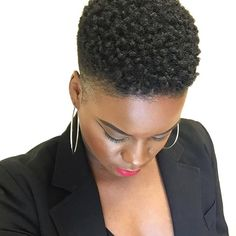 I want to make sure naturalistas with 4c natural hair knows how beautiful, versatile and unique your hair is. Even in it's natural state, sans manipulation.