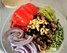 ΜΑΓΕΙΡΙΚΗ ΚΑΙ ΣΥΝΤΑΓΕΣ: Ελιόψωμα για όσους νηστεύουν ή όχι !!! Greek Recipes, Dairy Free, Snacks, Chicken, Meat, Food, Garden, Appetizers, Garten