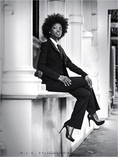 Powerfull and selfconsious power woman #newlookfortune500 #naturalhair