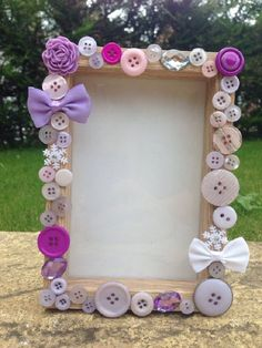 25 Best DIY Picture Frame Ideas [Beautiful, Unique, and Cool] Kids Crafts, Diy And Crafts, Craft Projects, Craft Ideas, Button Frames, Button Art, Popsicle Stick Crafts, Craft Stick Crafts, Frame Crafts