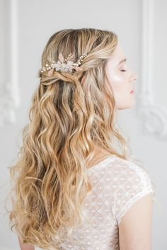 Senna gold and blush flower wedding hair comb - Guide to wedding veils | Britten Weddings