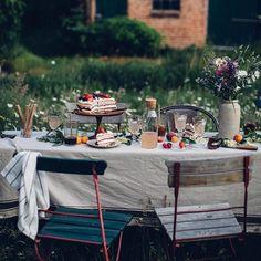 Rustic Outdoor, Outdoor Dining, Mug Warmer, Blackboards, Green Plants, Hygge, Afternoon Tea, Glass Art, Picnic