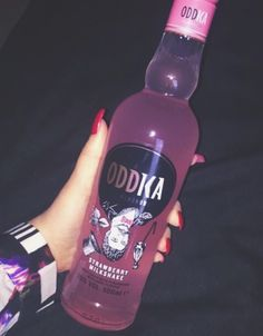 I need to crack my spine fUck Alcohol Aesthetic, Boujee Aesthetic, Badass Aesthetic, Bad Girl Aesthetic, Aesthetic Grunge, Aesthetic Pictures, Imagenes Color Pastel, Rauch Fotografie, Tout Rose