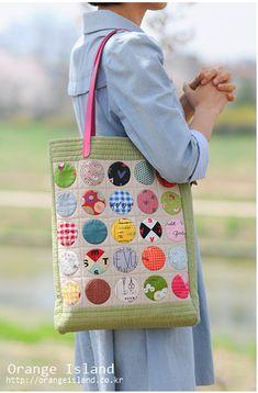 影子黎黎_新浪博客 Crazy Patchwork, Patchwork Bags, Quilted Bag, Big Bags, Small Bags, Japanese Bag, Quilt As You Go, Embroidery Bags, Purse Patterns