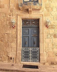 Malta Island, House Entrance, Maltese, How Beautiful, Windows And Doors, Architecture, Knock Knock, World, House Styles
